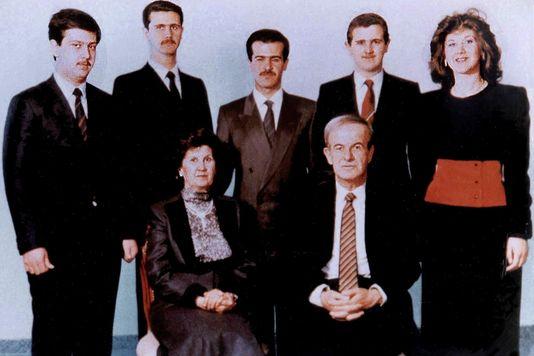 3486811_7_8f90_photo-de-famille-en-1985-assis-le-president_c44fb434c5d3247a02ceeb8ac7a138c8